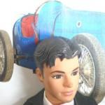 Ken et sa nouvelle Bugatti (Voir la légende infra)