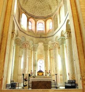 800px-Choeur_de_l'église_de_Saint-Savin_DSC_1704