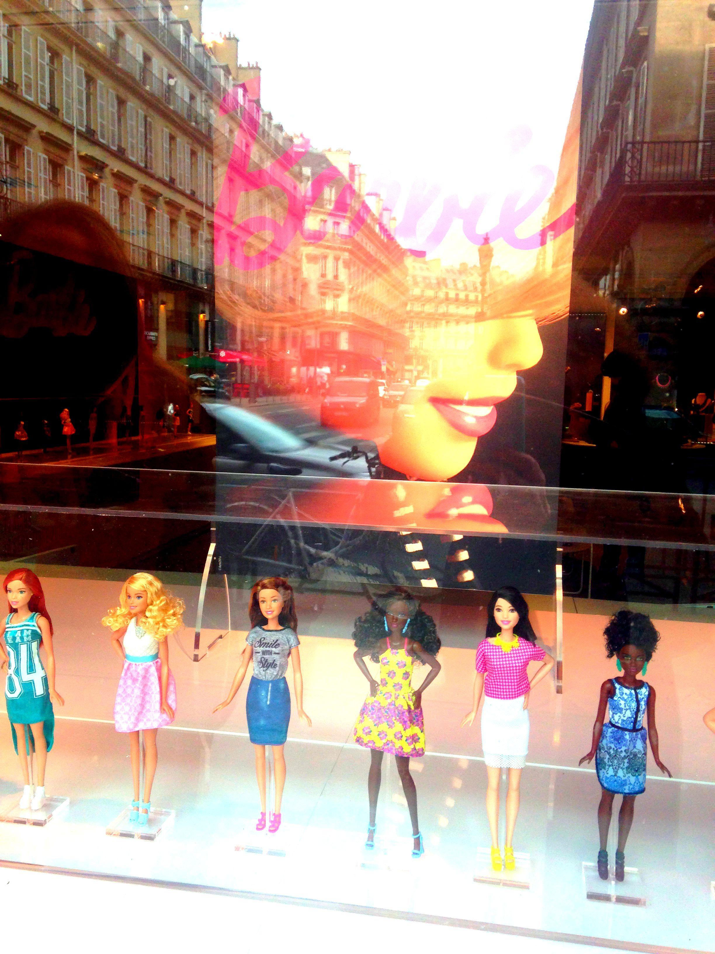 Barbie, vitrine du Musée des Arts Décoratifs, Paris