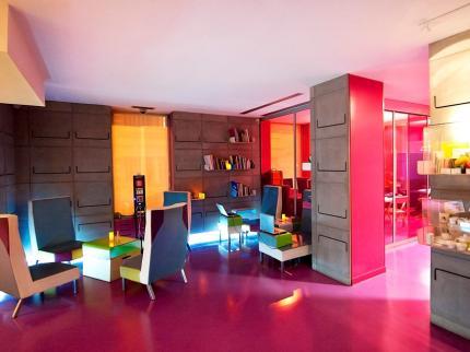 Hall Accueil HI Hôtel-Nice (Architecte designer : Matali Crasset).