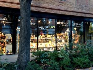 Entrée et vitrine Boutique MUSEUM
