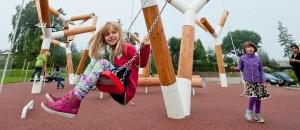 Jeux pour enfants dans l'espace public - Photo de Mikkel Frost