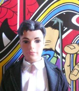 Ken pose devant une oeuvre de Speedy Graphito