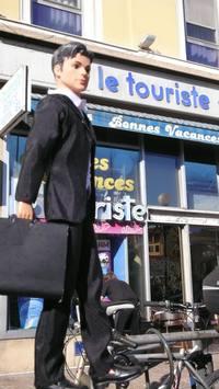 Ken touriste d'affaires